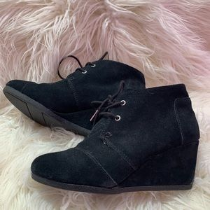TOMS size 7 Black Desert wedge lace up booties